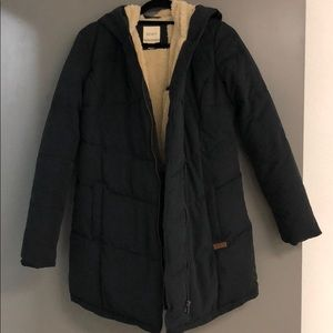 ROXY puff jacket w fur on the inside